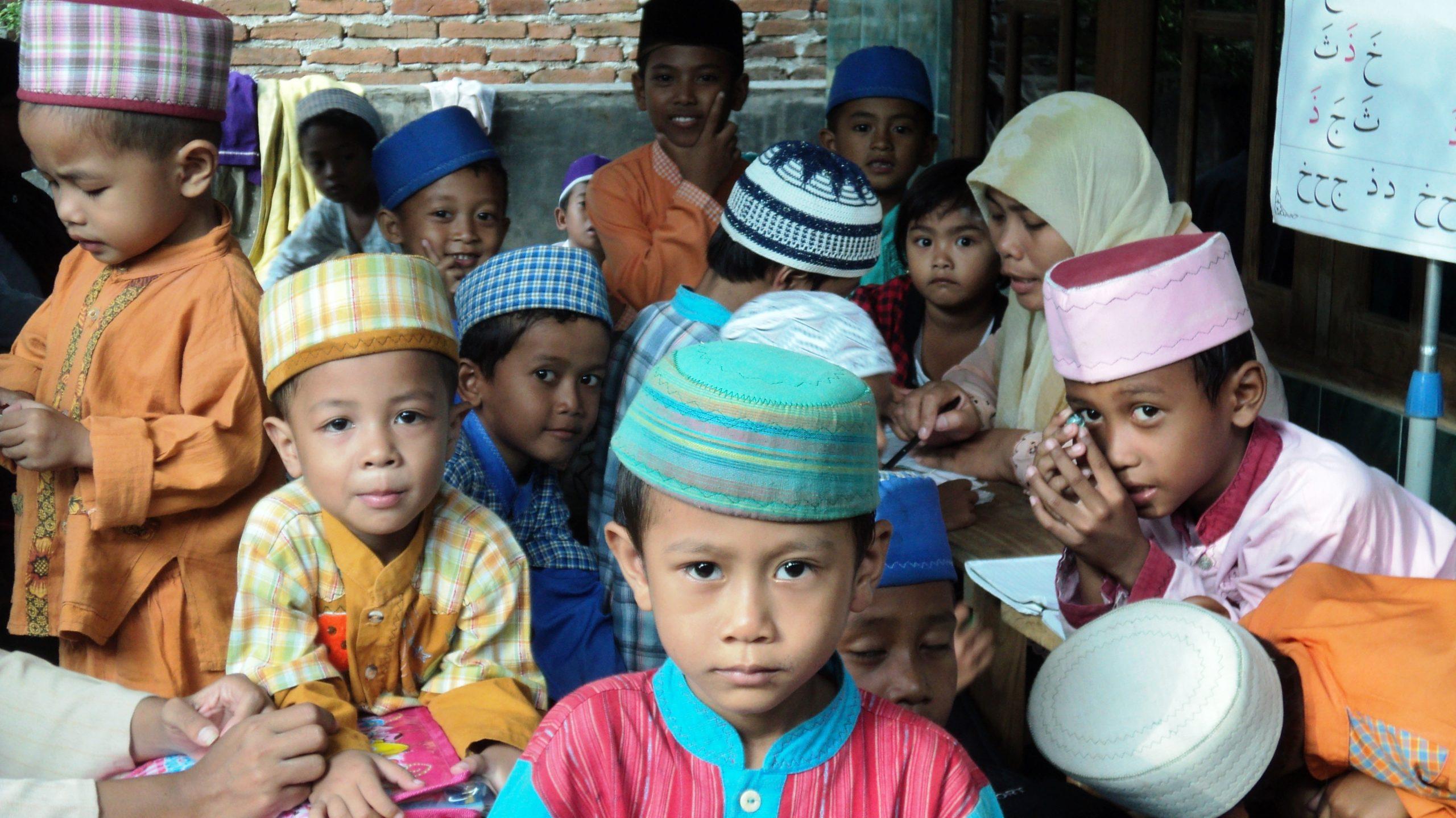 7 Keutamaan Mengasuh Anak Yatim Dalam Islam